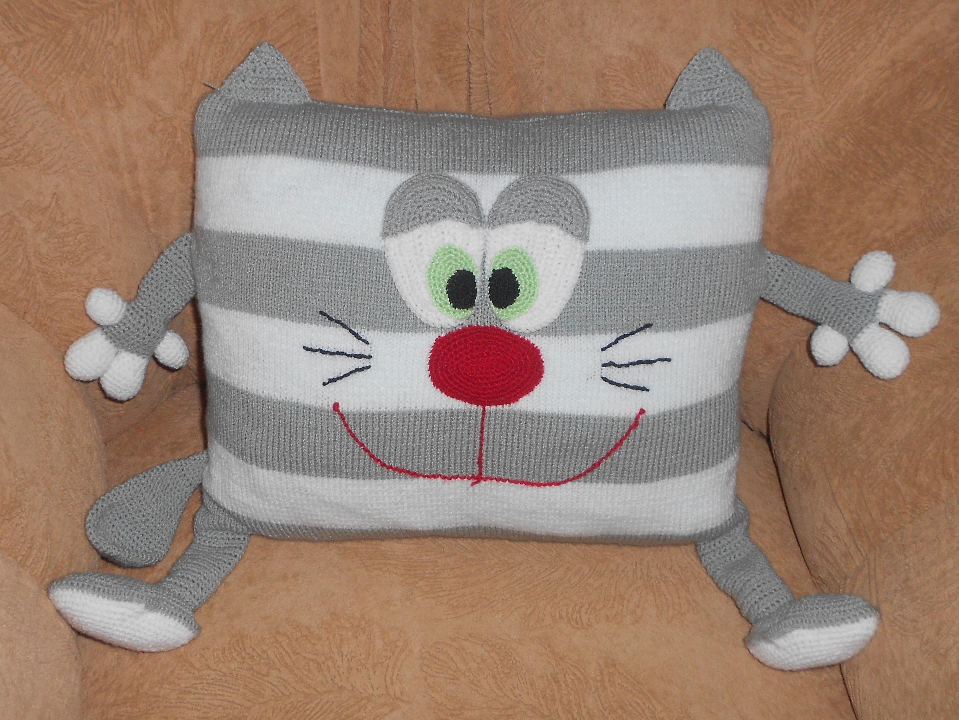 Вязание крючком коты подушки
